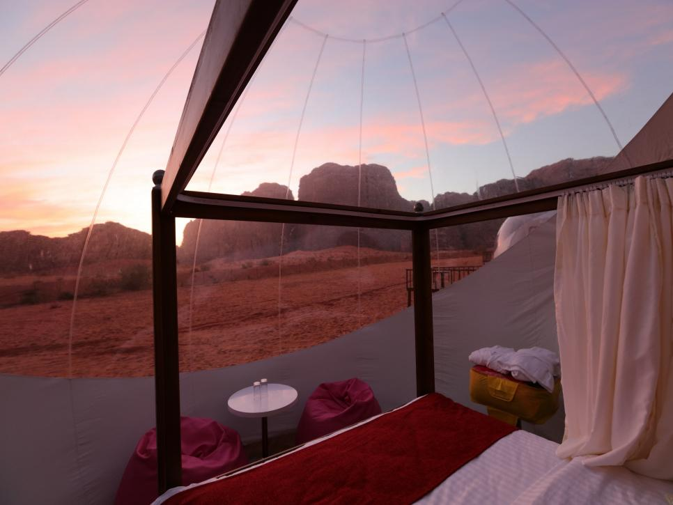Sleep_Under_the_Stars_in_These_10_Bubble_Hotels